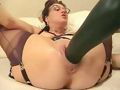 Mature housewife fists increased by expatiate on her messy cleft with biggest sex tool