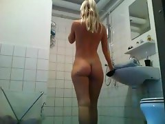 Dutch woman attracting a shower