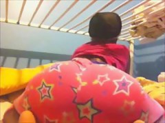 Shaking my sexy ebony ass on cam