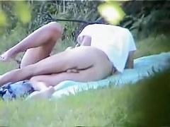 Voyeur captures couple fucking in the park.avi