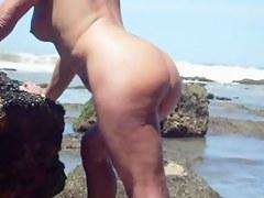 Matured slut banged on the beach