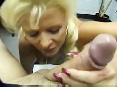 Mature can't live out of to swell up cock