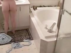 GF masturbates in bathroom