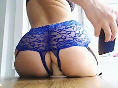 Hot babe rides a sex trifle on webcam