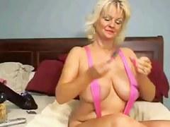 Tammy123 Masturbates With a BIGGEST Sex Knick-knack