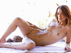Uma Jolie In Stunning Body