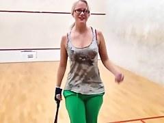 Blonde deutsche Studentin nach dem Squash gefickt