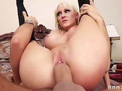 Mommy Got Boobs: Seduce a Milf