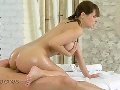 Orgasms XXX video: dreamy masseuse