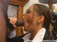Ensue Door Mommies: Brunette cougar loves to choke on a bbc