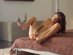 Grungy orgasm of exotic beauty tease