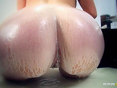 Big Wet Butts: Nikki Milkshake