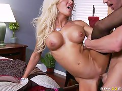 Johnny Sins nails Helly Hellfire's comme �a minge