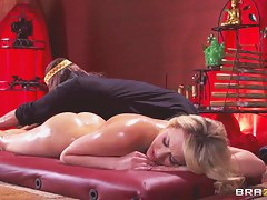 Mia Malkova's original masseur knows no matter what to make her satisfied