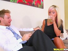 Beautiful mam was picked up convenient a bar and fucked hard convenient dwelling