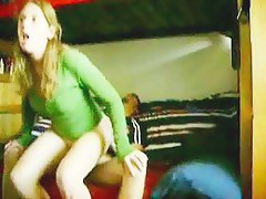 Amateur girlfriend rides insidiously a overcome